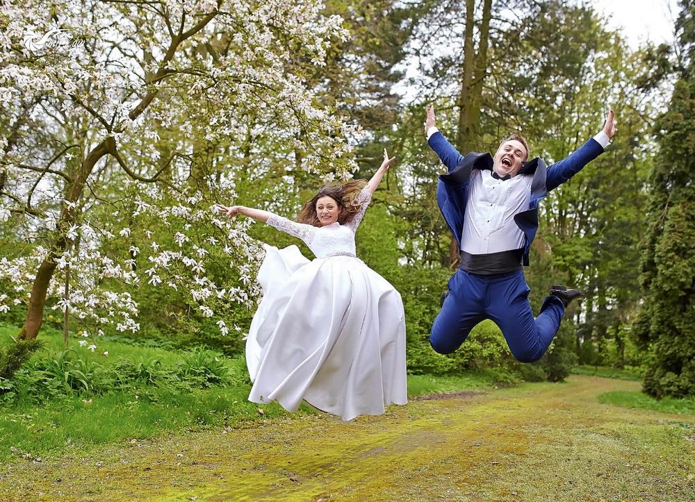 Plener ślubny videomirków w zieleni