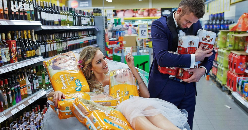 Plener ślubny videomirków w supermarkecie